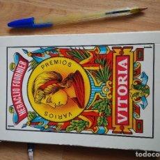 Barajas de cartas: GIGANTE BARAJA DE CARTAS DE 19 CM, MAS DOS LIBROS FOURNIER JUEGO SOLITARIO Y DE NAIPES ESPAÑOLES. Lote 81626896