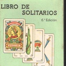 Barajas de cartas: LIBRO DE SOLITARIOS - HIJOS DE HERACLIO FOURNIER - VOTORIA - 1942. Lote 33462675