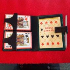 Barajas de cartas: ESTUCHE CON DOS BARAJAS DE POKER PRECINTADAS, BLOC DE NOTAS Y LÁPIZ (PARADORES) VER FOTOS.. Lote 54590604