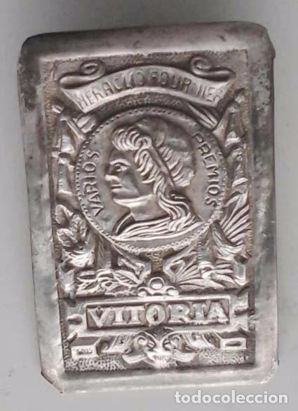 Barajas de cartas: ANTIGUO LOGOTIPO DE LA BARAJA DE HERACLIO FOURNIER- VITORIA. EN BAÑO DE PLATA - Foto 3 - 68009465