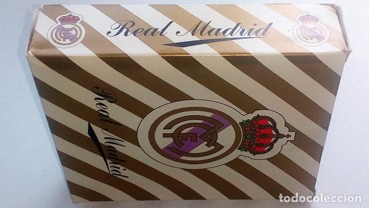 REAL MADRID-FULTBOL-CAJA CON ESTUCHE REGALO :JUEGO MUS+BARAJA FOURNIER+PITAS(DORSO REAL MADRID) (Juguetes y Juegos - Cartas y Naipes - Otras Barajas)