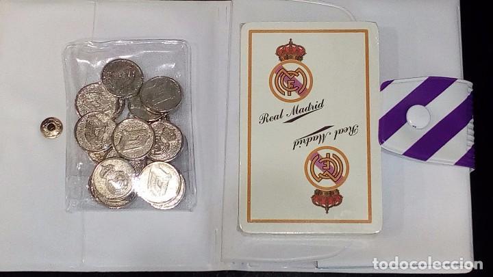 Barajas de cartas: REAL MADRID-FULTBOL-CAJA CON ESTUCHE REGALO :JUEGO MUS+BARAJA FOURNIER+PITAS(DORSO REAL MADRID) - Foto 5 - 130531004