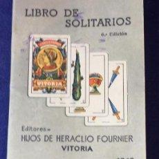 Barajas de cartas: LIBRO DE SOLITARIOS HERACLIO FOURNIER VITORIA 1942 REGLAS DE 60 JUEGOS SOLITARIOS CON NAIPE ESPAÑOL.. Lote 95820207
