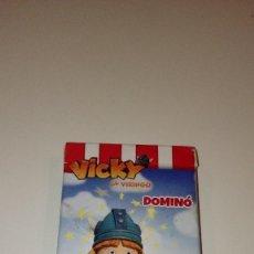 Barajas de cartas: CAJ-ABCD BARAJA CARTAS VICKY EL VIKINGO DOMINO FOSTER`S HOLLYWOOD D. Lote 109052119