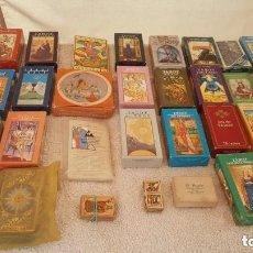 Barajas de cartas: COLECCION DE 60 CARTAS TAROT, ORACULOS, CARTAS ADIVINATORIAS, JUEGOS DE CARTAS, LIBROS. Lote 132897130