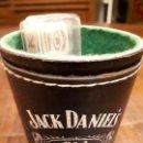 Barajas de cartas: CUBILETE DADOS PÓKER JACK DANIEL'S. CUERO. PIEZA PUBLICITARIA.. Lote 138951690