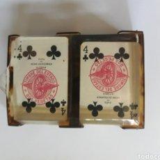 Barajas de cartas: MINI BARAJA AÑOS 50 TIMBRE ROJO SOBRE NAIPES DE 2 PSETAS EN 4 DE TREBOL,PRECINTADO Y CON SU ESTUCHE. Lote 147846754