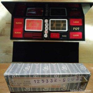 Casino Renzo Romagnoli en su caja original. Cartas, placas de valor, dados. Excelente estado.