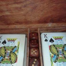 Barajas de cartas: ESTUCHE CON 2 BARAJAS DE POKER Y DADOS. Lote 157791350