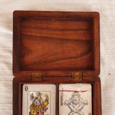 Barajas de cartas: DOS BARAJAS DE CARTAS ANTIGUAS EN ESTUCHE DE MADERA. Lote 176347838