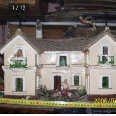 Barajas de cartas: CASA DE CARTON Y MADERA. MUY BONITA.. Lote 179000587