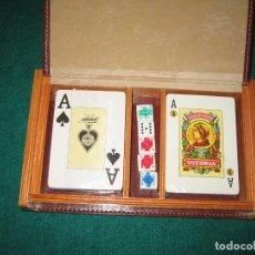 Barajas de cartas: CAJA CON CARTAS DE POKER, ESPAÑOLA Y DADOS. Lote 184255043