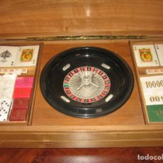Barajas de cartas: CAJA DE MADERA CON RULETA BARAJAS Y DADOS. Lote 184263081