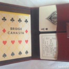 Barajas de cartas: CARPETA FUNDA SÍMIL PIEL PORTA BARAJAS, CON DOS JUEGOS DE CARTAS INGLESAS Y BLOC DE ANOTACIONES. Lote 186100707