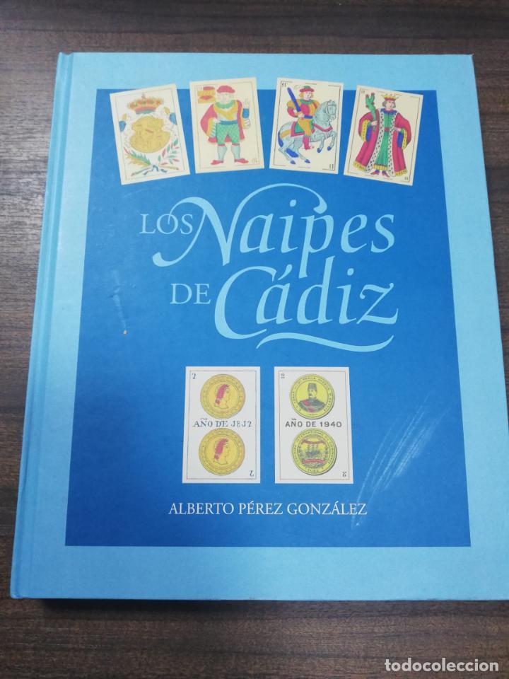 LOS NAIPES DE CADIZ. 1ª EDICION. EJEMPLAR Nº 44 DE 100. ALBERTO PEREZ GONZALEZ. 2015. (Juguetes y Juegos - Cartas y Naipes - Baraja Española)