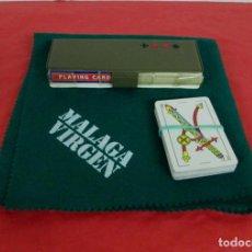 Barajas de cartas: ESTUCHE LOTE 2 BARAJAS DE POKER - 55 CARTAS HERACLIO FOURNIER 818 + OTRA Y TAPETE MALAGA VIRGEN PROM. Lote 197317138