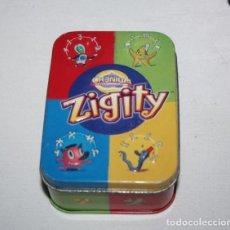 Barajas de cartas: JUEGO DE CARTAS O TRADING CARD ZIGITY, ESTUCHE CAJA DE CHAPA Y 80 CARTAS. Lote 199082555