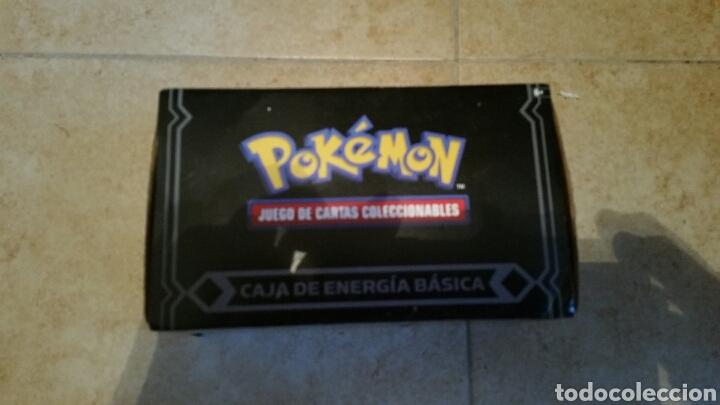 CAJA DE ENERGÍA BÁSICA CON 450 CARTAS POKEMON (Juguetes y Juegos - Cartas y Naipes - Otras Barajas)