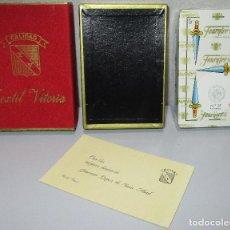 Barajas de cartas: HERACLIO FOURNIER ANTIGUA BARAJA ESPAÑOLA NUEVA PRECINTADA NAIPES CARTAS OBSEQUIO TEXTIL VITORIA. Lote 218050895