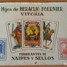 Jeux de cartes: TARJETA PUBLICIDAD HIJOS HERACLIO FOURNIER VITORIA.FABRICANTES NAIPES Y SELLOS. DORSO: ZARAGOZA -. Lote 220921556