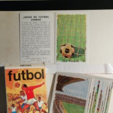 Barajas de cartas: JUEGO DE CARTAS DE FUTBOL COMAS. COMPLETO Y EN SU FUNDA ORIGINAL. Lote 268772654