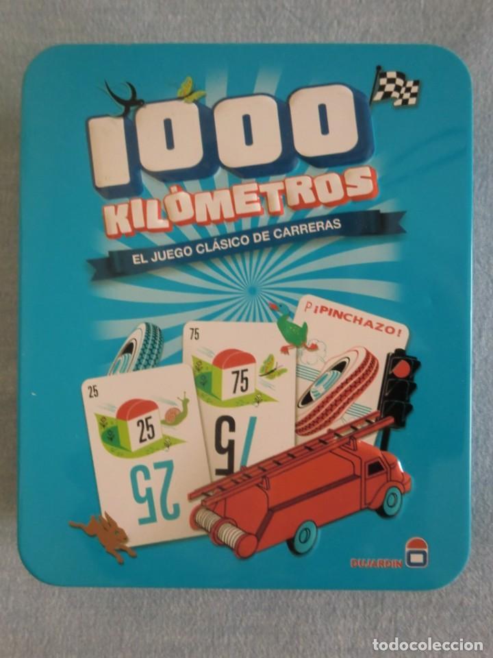 JUEGO MESA BARAJA DE CARTAS 1000 KILÓMETROS (2016). EN CAJA METÁLICA. COMO NUEVO (Juguetes y Juegos - Cartas y Naipes - Barajas Infantiles)