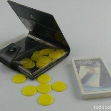 Baralhos de cartas: ESTUCHE PUBLICIDAD CON BARAJA DE CARTAS Y FICHAS HERALCIO FOURNIER. Lote 275691163