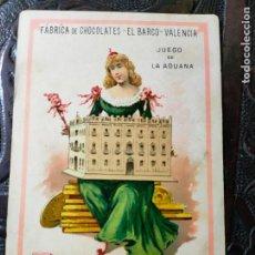 Barajas de cartas: ANTIGUA CARTA O CROMO FÁBRICA DE CHOCOLATES EL BARCO. JUEGO DE LA ADUANA.. Lote 276139958