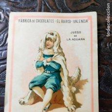 Barajas de cartas: ANTIGUA CARTA O CROMO FÁBRICA DE CHOCOLATES EL BARCO. JUEGO DE LA ADUANA. PERRITO. Lote 276140218