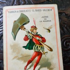 Barajas de cartas: ANTIGUA CARTA O CROMO FÁBRICA DE CHOCOLATES EL BARCO. JUEGO DE LA ADUANA. MARTILLO. Lote 276140293