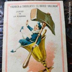 Barajas de cartas: ANTIGUA CARTA O CROMO FÁBRICA DE CHOCOLATES EL BARCO. JUEGO DE LA ADUANA. AMBAS COSAS. Lote 276140408