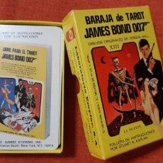 Barajas de cartas: BARAJA TAROT COMPLETA JAMES BOND 007 AÑO 1973 DIBUJOS FERGUSS HALL 78 NAIPES INCLUYE FOLLETO. Lote 289892578