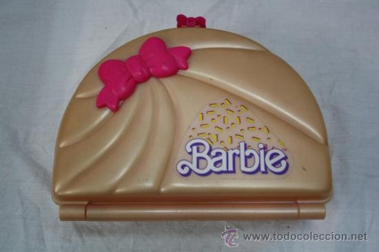 MALETÍN PARA MUÑECAS BARBIE CON ACCESORIOS - FABRICADO POR MATTEL (Juguetes - Muñeca Extranjera Moderna - Barbie y Ken - Vestidos y Accesorios)
