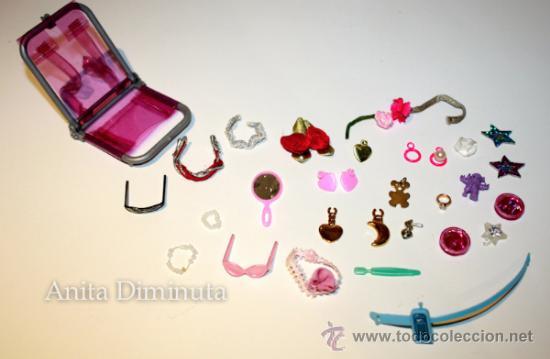 Barbie y Ken: LOTE DE COMPLEMETOS DE BARBIE - GAFAS DE SOL COLLARES PENDIENTES COLGANTES FLORES ESPEJO Y UNA SILLA - Foto 2 - 35881858