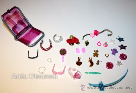 Barbie y Ken: LOTE DE COMPLEMETOS DE BARBIE - GAFAS DE SOL COLLARES PENDIENTES COLGANTES FLORES ESPEJO Y UNA SILLA - Foto 4 - 35881858