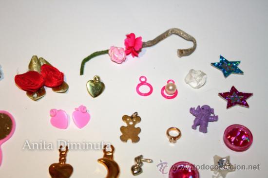 Barbie y Ken: LOTE DE COMPLEMETOS DE BARBIE - GAFAS DE SOL COLLARES PENDIENTES COLGANTES FLORES ESPEJO Y UNA SILLA - Foto 8 - 35881858