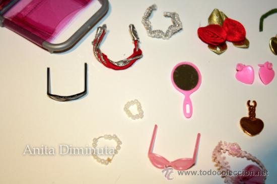 Barbie y Ken: LOTE DE COMPLEMETOS DE BARBIE - GAFAS DE SOL COLLARES PENDIENTES COLGANTES FLORES ESPEJO Y UNA SILLA - Foto 9 - 35881858