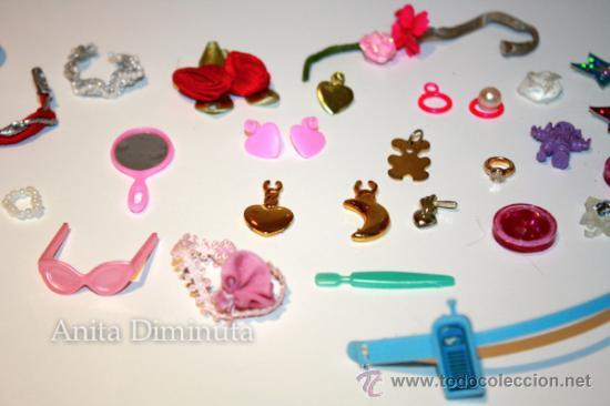 Barbie y Ken: LOTE DE COMPLEMETOS DE BARBIE - GAFAS DE SOL COLLARES PENDIENTES COLGANTES FLORES ESPEJO Y UNA SILLA - Foto 5 - 35881858