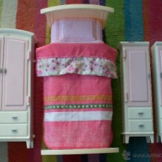 Barbie y Ken: LOTE MUEBLES DORMITORIO BARBIE ORIGINAL MATTEL, CAMA, ARMARIO. Lote 40541567