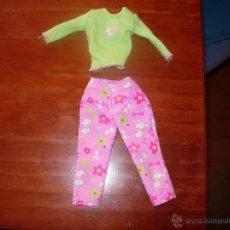 Barbie y Ken: BARBIE, CONJUNTO CAMISETA Y PANTALON. Lote 40942157