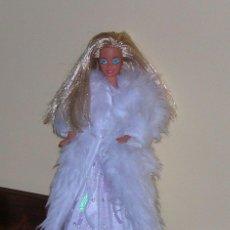 Barbie y Ken: CONJUNTO DE VESTIDO DE FIESTA Y ABRIGO (CAPA) BLANCO DE BARBIE SUPERSTAR AÑOS 80. . Lote 41091894