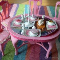 Barbie y Ken: MATTEL BARBIE DOLL 1987 SWEET ROSES DINING TABLE & CHAIRS SET, MUEBLES COMEDOR. Lote 41853121