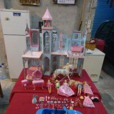 Barbie y Ken: LOTE BARBIE MATTEL CASTILLO CASA DE MUÑECAS CABALLO COCHE ESPEJO CAMA MESA ASCENSOR CUBERTERÍA. Lote 46875299