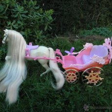 Barbie y Ken: SET DE CARROZA Y CABALLO DE BARBIE RAPUNZEL DE MATTEL. Lote 150739978
