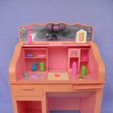 Barbie y Ken: ESCRITORIO DE BARBIE SWEET ROSES DE MATTEL, AÑO 1988. Lote 51331034