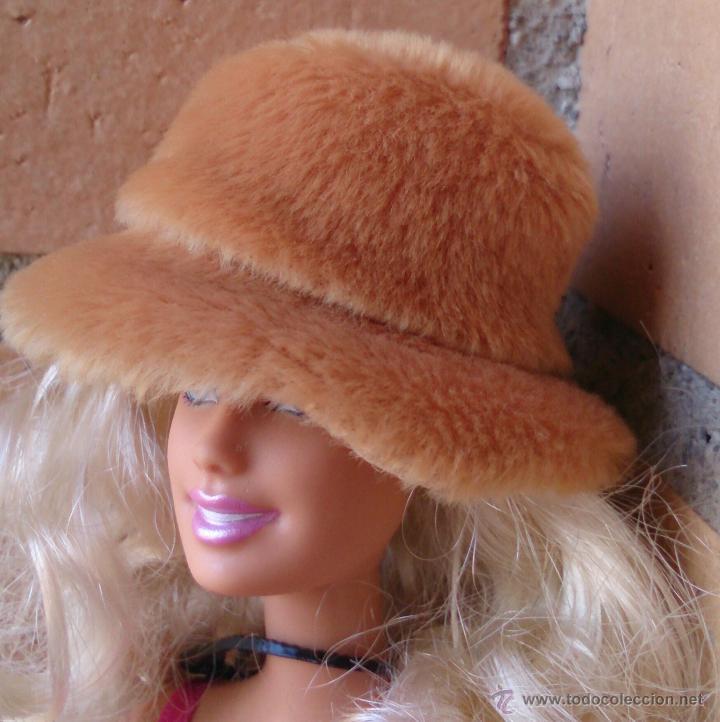 ACCESORIO ORIGINAL BARBIE, SOMBRERO DE PELO MARRÓN (Juguetes - Muñeca Extranjera Moderna - Barbie y Ken - Vestidos y Accesorios)
