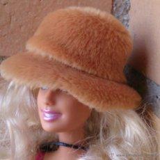 Barbie y Ken: ACCESORIO ORIGINAL BARBIE, SOMBRERO DE PELO MARRÓN . Lote 51686495