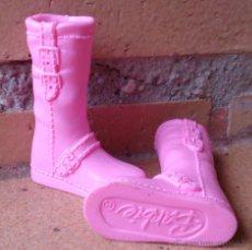 Barbie y Ken: BOTAS BAJAS DE GOMA ROSAS ORIGINALES BARBIE. Lote 142061593