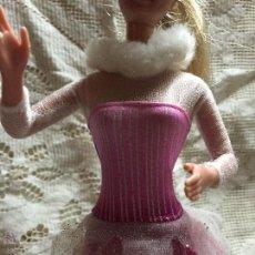 Barbie y Ken: LOTE DE VESTIDO DE PATINADORA Y BOTAS DE PATINAJE PARA BARBIE. Lote 52615373