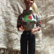 Barbie y Ken: CONJUNTO DE PANTALÓN Y TORERA DE LA MUÑECA BARBIE. Lote 52616205